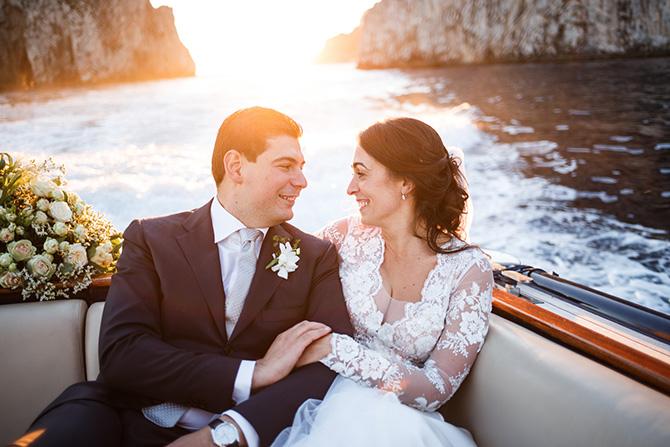 le qualità di un fotografo di matrimonio sposi barca faraglioni capri